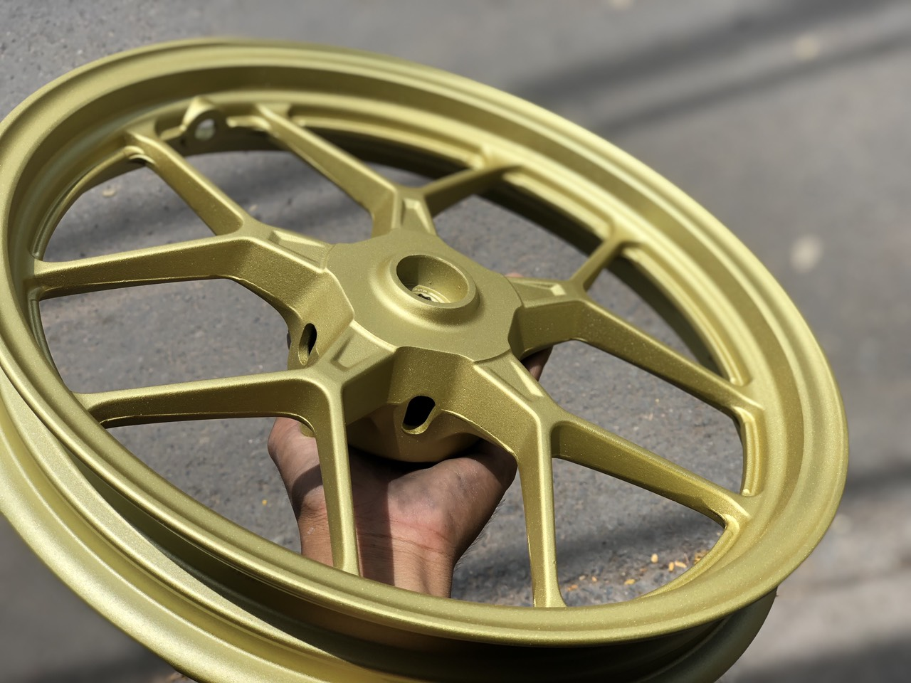 Sơn mâm xe màu vàng cực đẹp tại tphcm