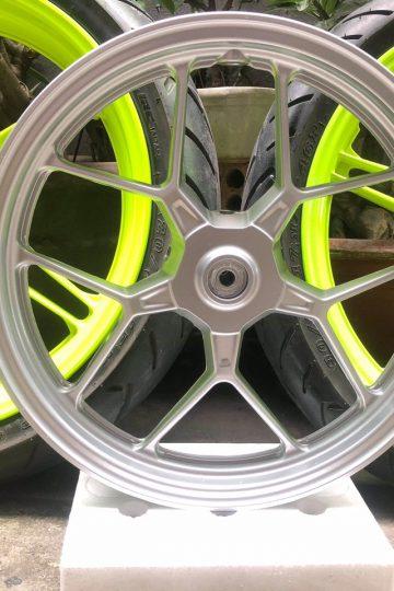 Sơn mâm xe Vario màu vàng phản quang