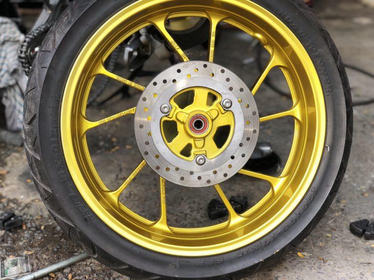 Sơn mâm xe màu vàng